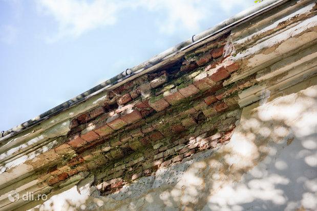 acoperis-deteriorat-castelul-vecsey-din-livada-judetul-satu-mare.jpg