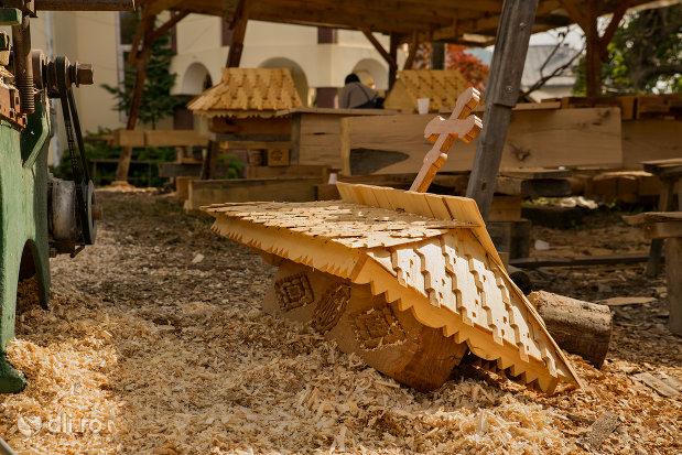 acoperis-din-lemn-muzeul-barsanart-din-barsana-judetul-maramures.jpg