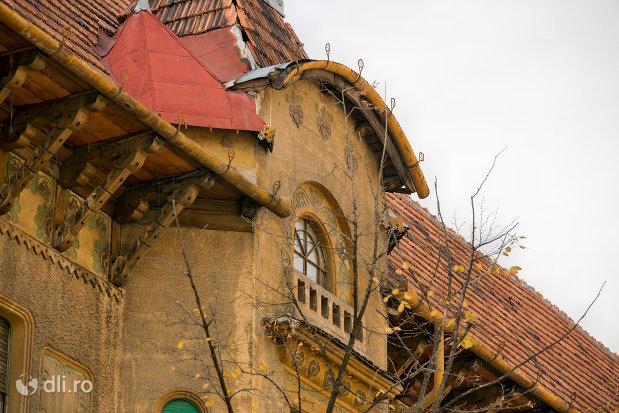 acoperis-si-balcon-palatul-stern-din-oradea-judetul-bihor.jpg