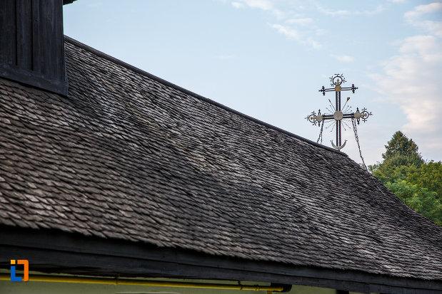acoperisul-de-la-biserica-de-lemn-sf-spiridon-din-valenii-de-munte-judetul-prahova.jpg