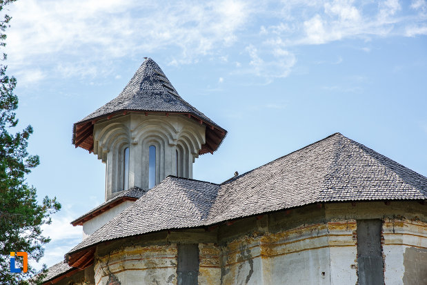 acoperisul-de-la-biserica-galbena-sf-dimitrie-sf-nicolae-1761-din-urlati-judetul-prahova.jpg