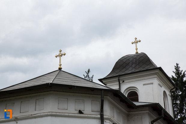 acoperisul-de-la-biserica-sf-dumitru-din-ramnicu-valcea-judetul-valcea.jpg