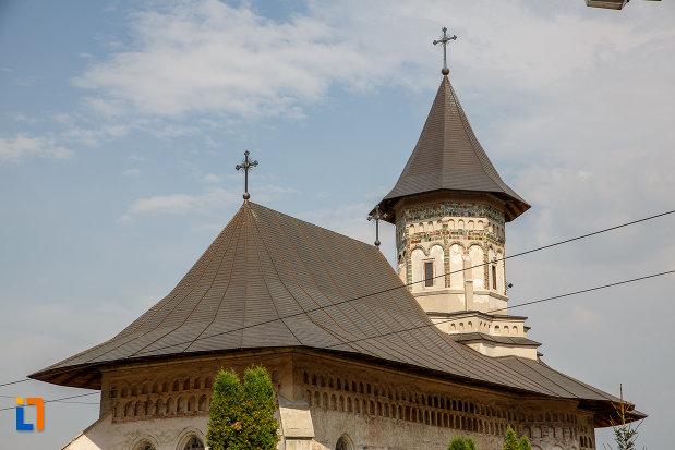 acoperisul-de-la-biserica-sf-dumitru-din-suceava-judetul-suceava.jpg