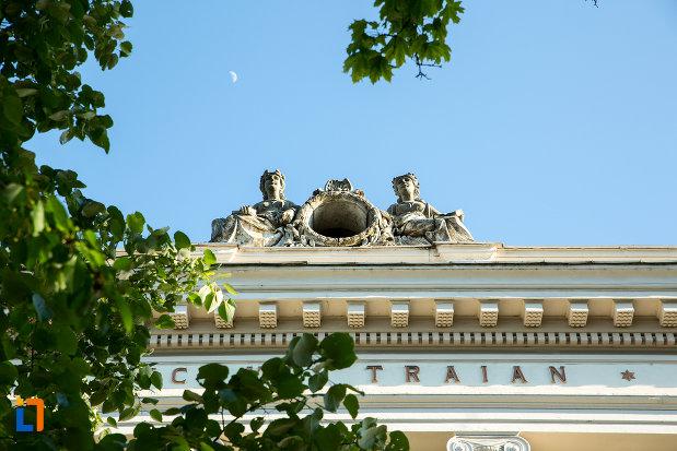 acoperisul-de-la-colegiul-national-traian-din-drobeta-turnu-severin-judetul-mehedinti.jpg