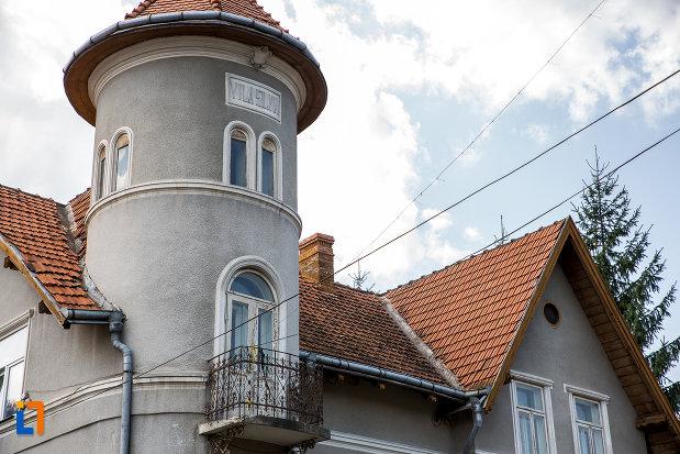 acoperisul-de-la-din-campulung-moldovenesc-judetul-suceava.jpg
