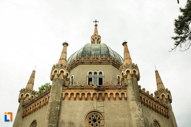 acoperisul-de-la-mausoleul-familiei-filisanu-din-filiasi-judetul-dolj.jpg