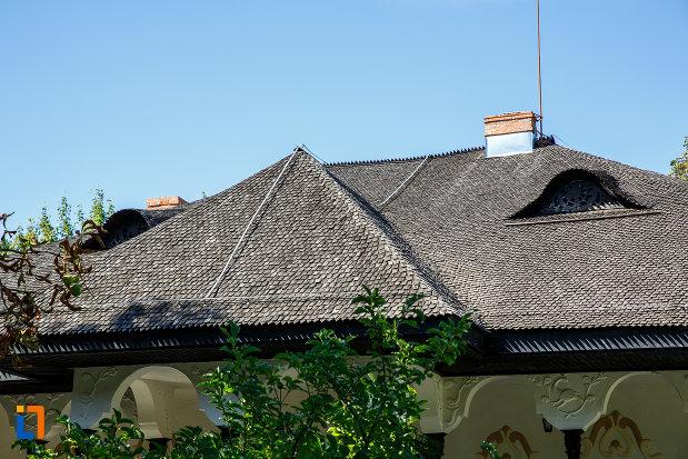 acoperisul-de-la-muzeul-conacul-bellu-din-urlati-judetul-prahova.jpg