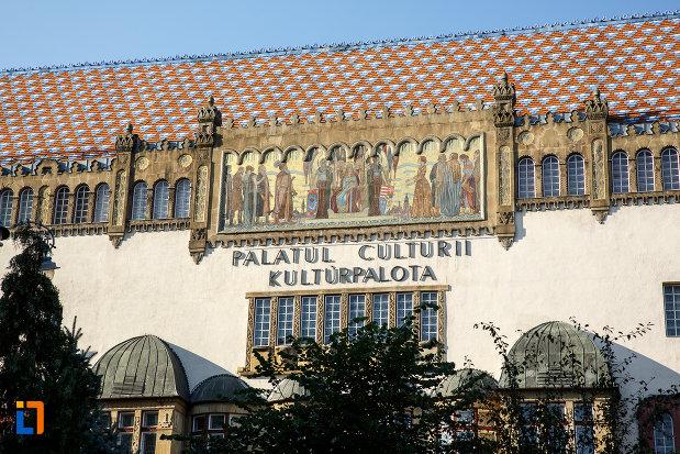 acoperisul-de-la-palatul-culturii-filarmonica-biblioteca-si-muzeul-de-arta-din-targu-mures-judetul-mures.jpg