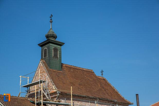acoperisul-si-turnul-de-la-capela-romano-catolica-sf-cruce-din-sibiu-judetul-sibiu.jpg