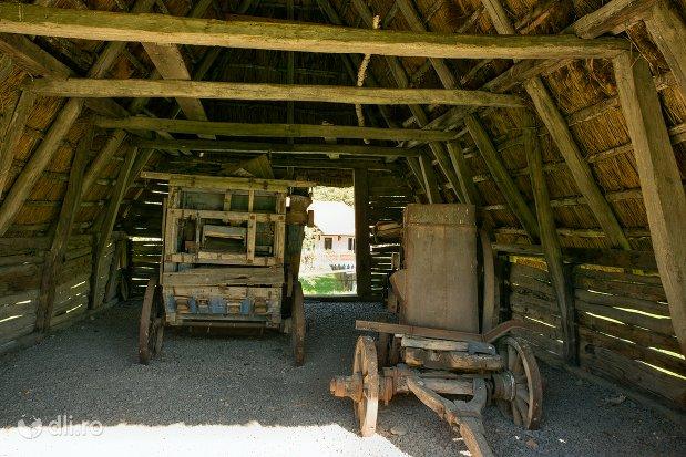 adapost-pentru-vehicule-muzeul-satului-osenesc-din-negresti-oas-judetul-satu-mare.jpg