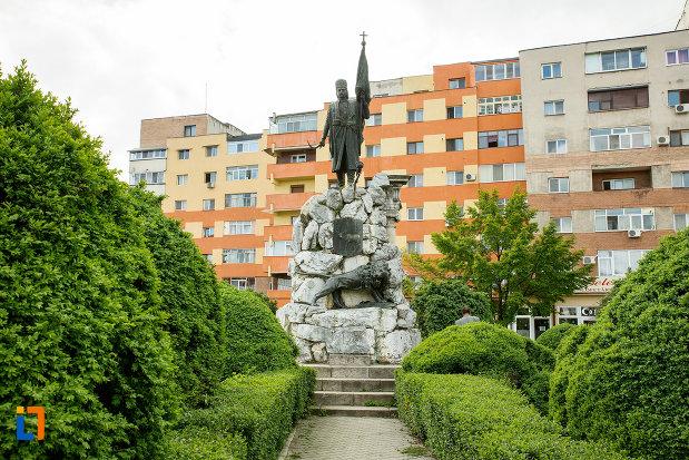 alee-ce-duce-la-statuia-lui-tudor-vladimirescu-1898-din-targu-jiu-judetul-gorj.jpg