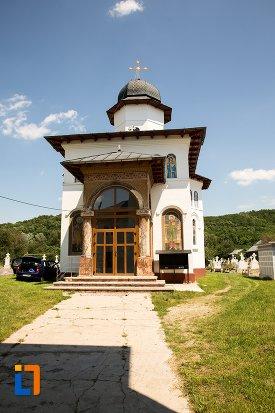 alee-de-la-biserica-sf-arhangheli-mihail-si-gavril-din-topoloveni-judetul-arges.jpg