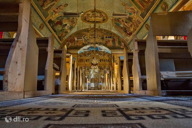 alee-spre-altar-biserica-ortodoxa-din-chiuzbaia-judetul-maramures.jpg