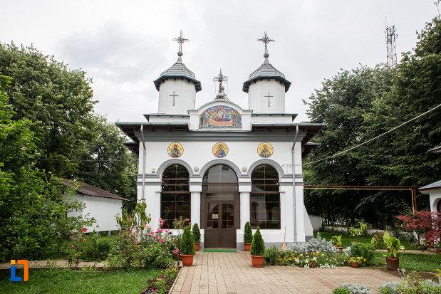 alee-spre-biserica-adormirea-maicii-domnului-din-bolintin-vale-judetul-giurgiu.jpg