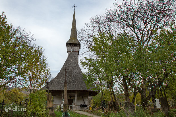 alee-spre-biserica-de-lemn-sf-nicolae-din-glod-judetul-maramures.jpg