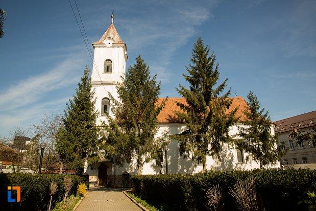 alee-spre-biserica-greaca-bunavestire-din-alba-iulia-judetul-alba.jpg