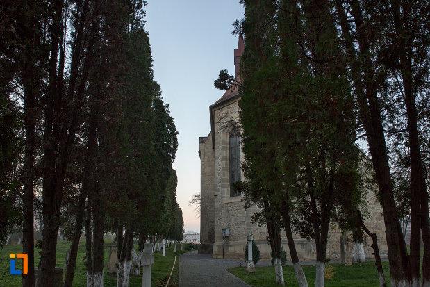 alee-spre-biserica-romano-catolica-calvaria-din-cluj-napoca-judetul-cluj.jpg