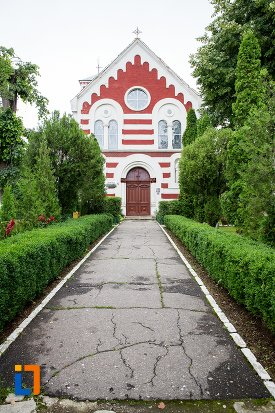 alee-spre-biserica-romano-catolica-sf-francisc-de-assisi-din-targoviste-judetul-dambovita.jpg