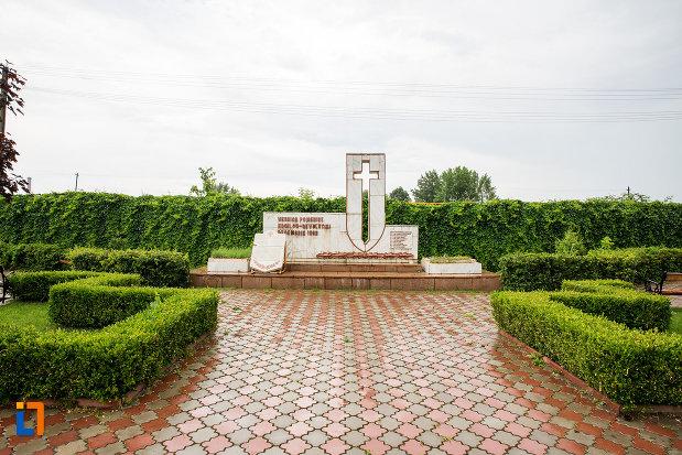 alee-spre-monument-eroilor-revolutiei-din-decembrie-1989-din-titu-judetul-dambovita.jpg