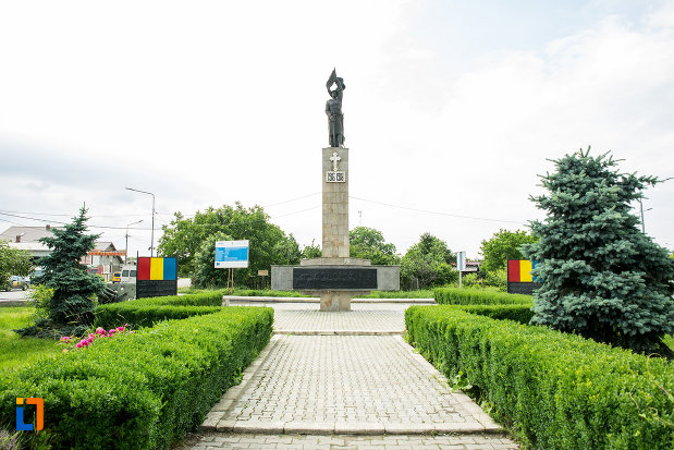 alee-spre-monumentul-eroilor-din-adjud-judetul-vrancea.jpg