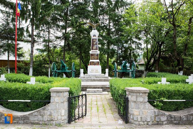 alee-spre-monumentul-eroilor-din-fieni-judetul-dambovita.jpg