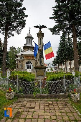 alee-spre-monumentul-eroilor-razboiului-de-independenta-din-azuga-judetul-prahova.jpg