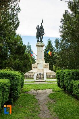 alee-spre-monumentul-independentei-din-corabia-judetul-olt.jpg