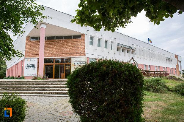 alee-spre-muzeul-agriculturii-din-slobozia-judetul-ialomita.jpg