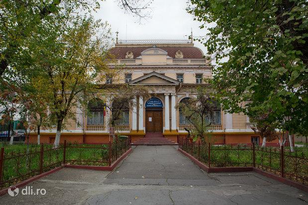 alee-spre-sediul-muzeului-societatii-de-istorie-si-arheologie-azi-palatul-copiilor-si-elevilor-din-oradea-judetul-bihor.jpg
