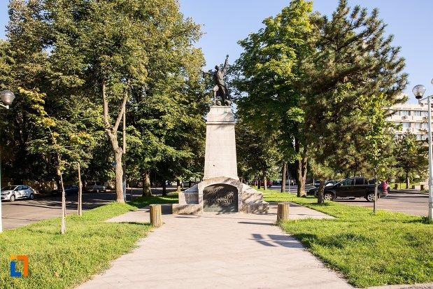 alee-spre-statuia-lui-ecaterina-teodoroiu-din-braila-judetul-braila.jpg