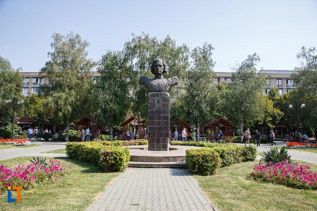 alee-spre-statuia-lui-nichita-stanescu-din-ploiesti-judetul-prahova.jpg