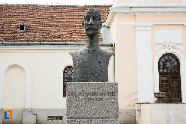 alexandru-averescu-grupul-statuar-din-fata-salii-unirii-din-alba-iulia-judetul-alba.jpg