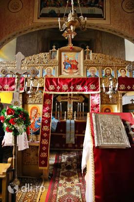 altar-biserica-greco-catolica-veche-din-cauas-judetul-satu-mare.jpg