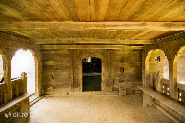 altar-de-vara-de-la-biserica-de-lemn-nasterea-maicii-domnului-din-calinesti-judetul-maramures.jpg