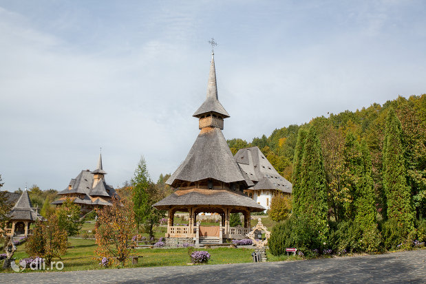 altar-de-vara-de-la-manastirea-barsana-judetul-maramures.jpg