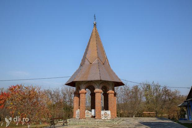 altar-de-vara-manastirea-scarisoara-noua-judetul-satu-mare.jpg