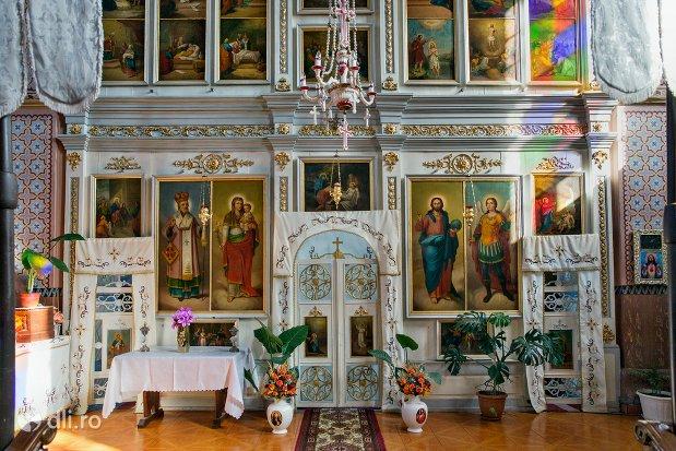 altar-in-biserica-ortodoxa-din-piscolt-judetul-satu-mare.jpg