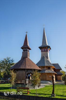 altar-si-biserica-de-lemn-ortodoxa-din-baia-sprie-judetul-maramures.jpg