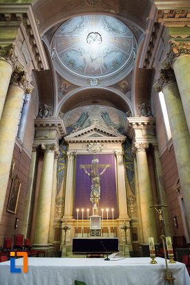 altar-si-bolta-din-catedrala-romano-catolica-din-arad-judetul-arad.jpg