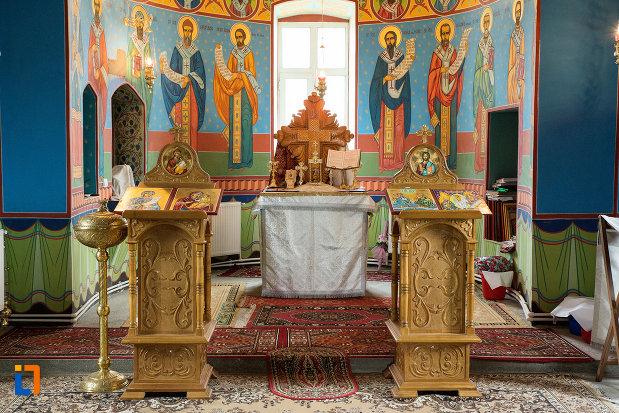 altar-si-iconostasuri-din-biserica-cuvioasa-paraschiva-din-teis-judetul-olt.jpg