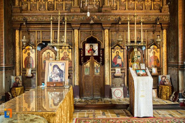 altar-si-iconostasuri-din-biserica-sf-apostoli-si-sf-gheorghe-din-caracal-judetul-olt.jpg