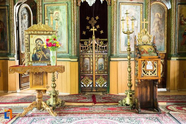 altar-si-iconostasuri-din-biserica-sf-treime-din-caracal-judetul-olt.jpg