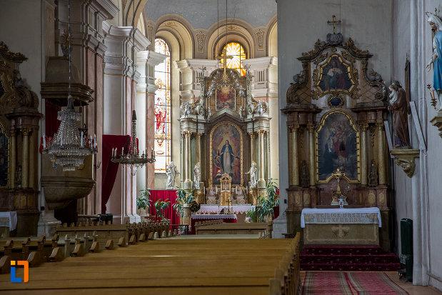 altar-si-loc-de-rugaciune-din-biserica-ursulinelor-din-sibiu-judetul-sibiu.jpg