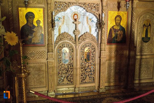 altarul-bisericii-de-la-manastirea-sf-ana-din-orsova-judetul-mehedinti.jpg