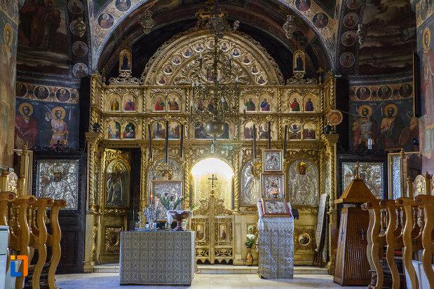 altarul-de-la-biserica-adormirea-maicii-domnului-de-la-han-1828-din-campina-judetul-prahova.jpg