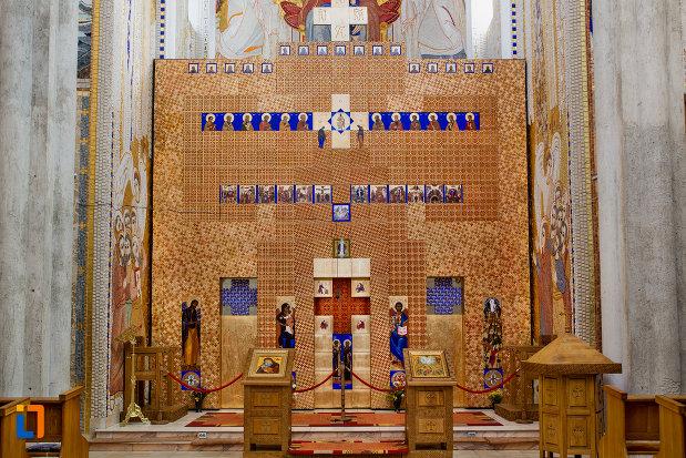 altarul-de-la-biserica-orthodox-schimbarea-la-fata-din-cluj-napoca-judetul-cluj.jpg