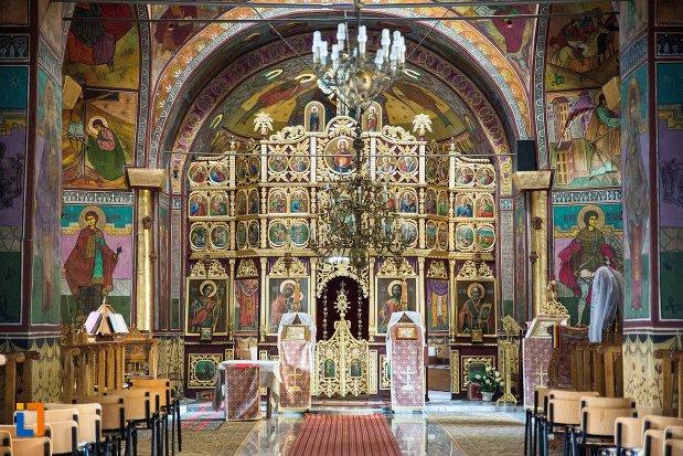 altarul-de-la-biserica-sf-nicolae-din-buzau-judetul-buzau.jpg