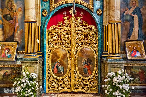 altarul-de-la-catedrala-ortodoxa-adormirea-maicii-domnului-biserica-cu-luna-din-oradea-judetul-bihor.jpg