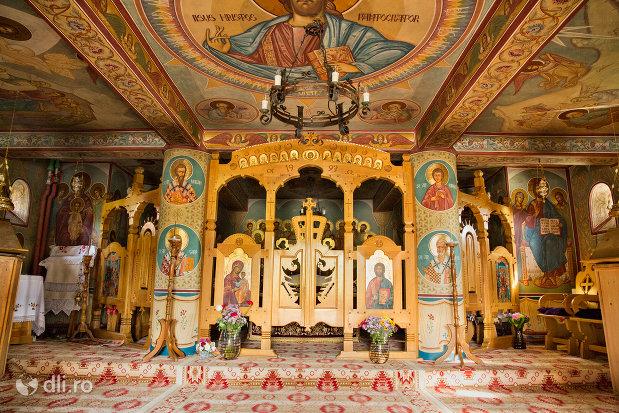 altarul-de-la-manastirea-barsana-judetul-maramures.jpg