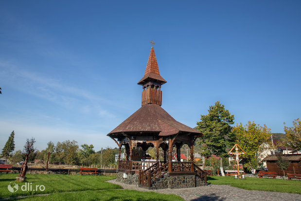 altarul-de-vara-de-la-biserica-de-lemn-ortodoxa-din-baia-sprie-judetul-maramures.jpg